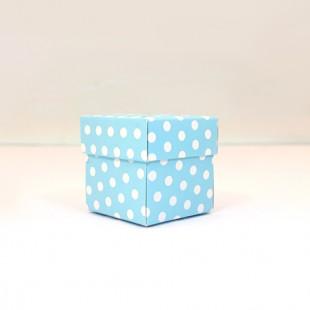Mavi zemin üzerine beyaz puantiyeli karton kutu