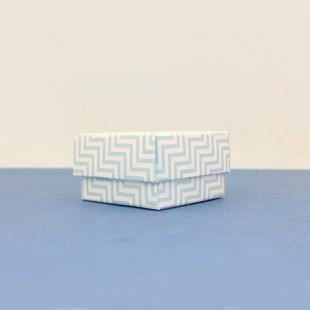 Mavi zikzak desenli alçak boy kare kutu