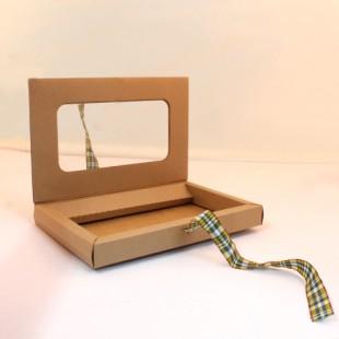 Kurdeleli kendinden kapaklı pencereli kraft kutu