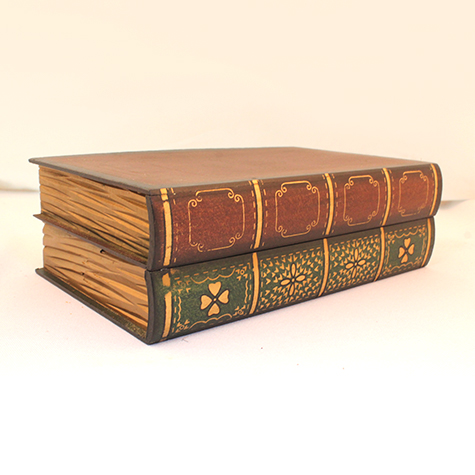 Kitap şeklinde ahşap kutu